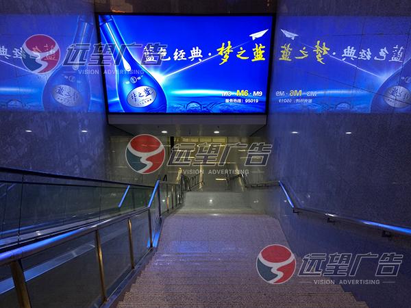 襄阳东站台横眉灯箱